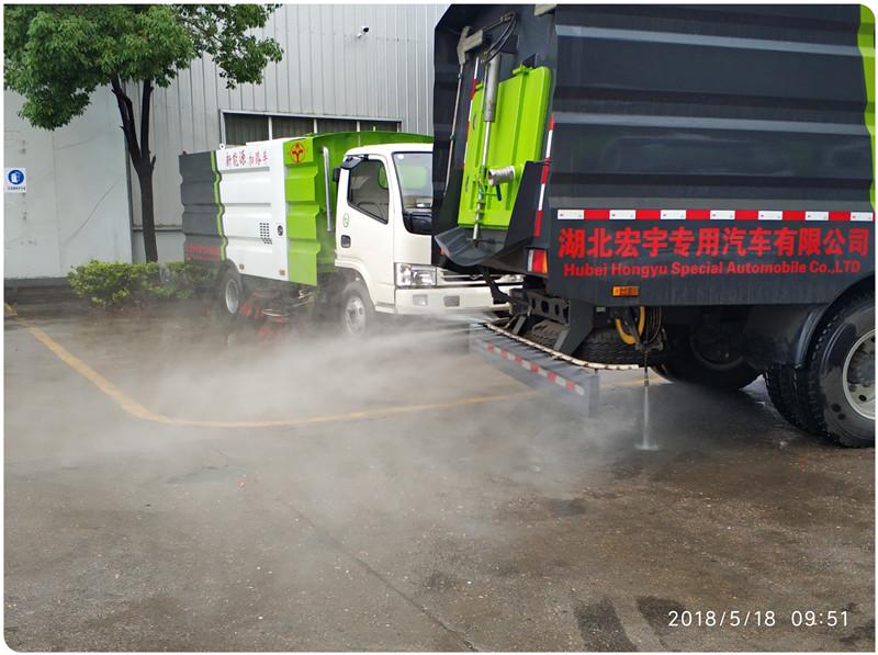 洗扫车尾部喷雾