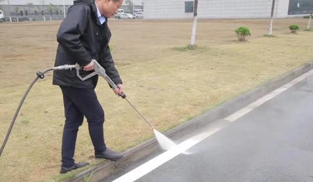 小型路面清洗车高压冲洗